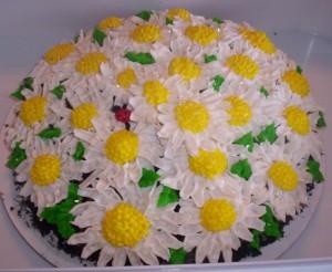 daisy cake with ladybug
